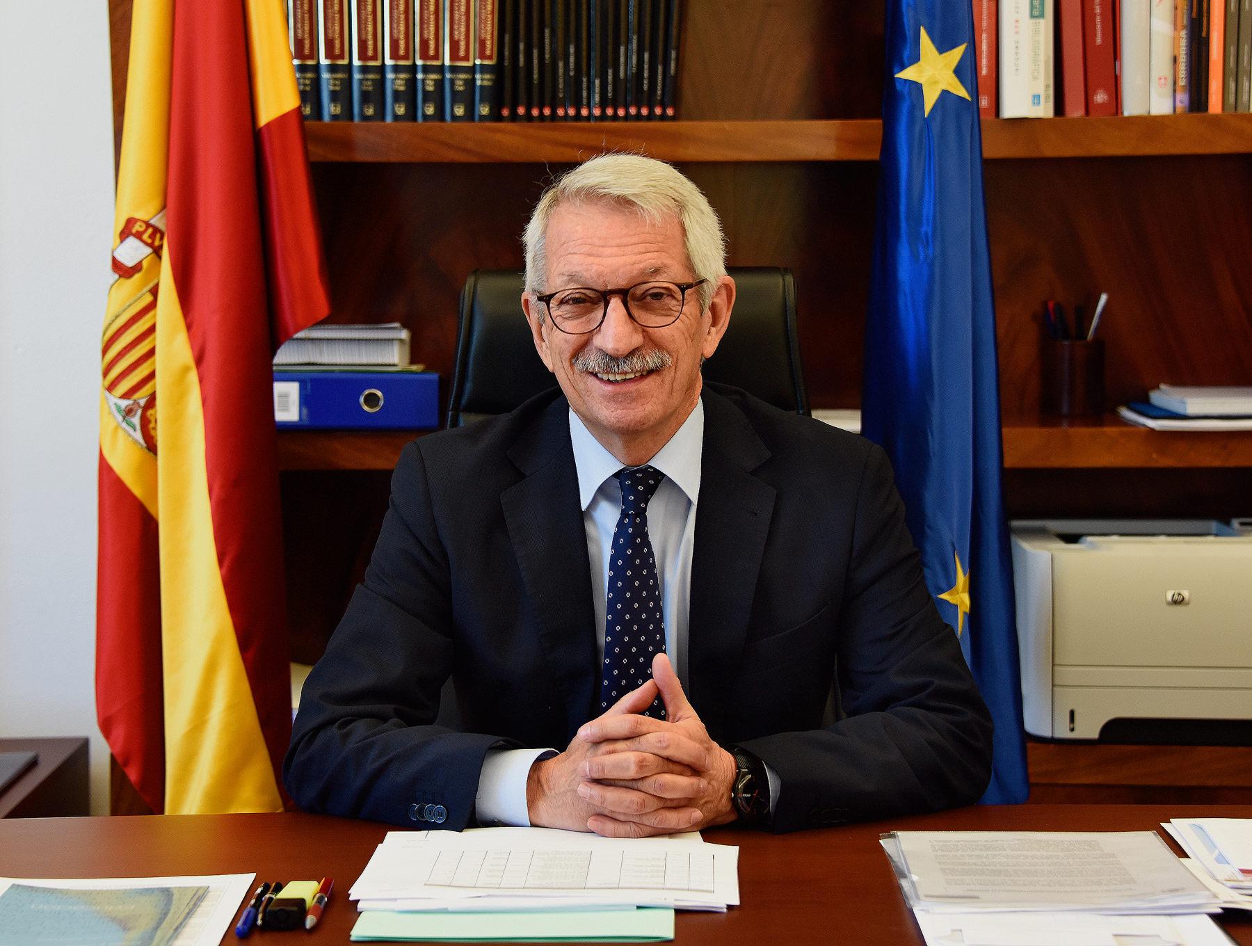 Alejandro Tiana, en su despacho.