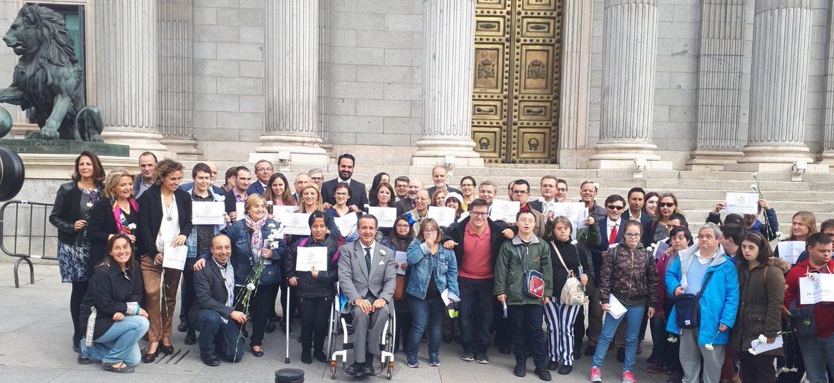 Personas con discapacidad celebran el derecho al voto en el Congreso.