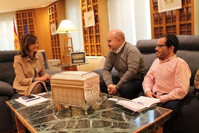 Imagen de la reunión entre la secretaria de Estado de Seguridad, Ana María Botella, y representantes del CERMI