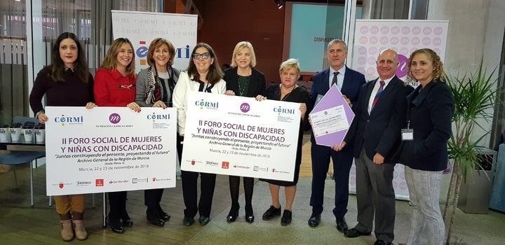 La consejera Violante Tomás, en el Foro junto a representantes de la Fundación CERMI Mujeres.