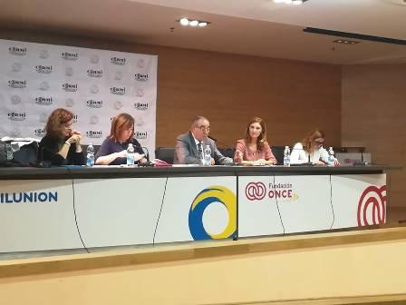 Imagen de la charla-coloquio organizada por CERMI Andalucía para debatir propuestas sobre discapacidad con las principales fuerzas políticas con representación parlamentaria