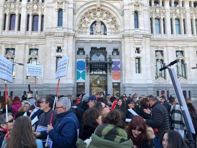 Imagen de la concentración en Madrid para protestar contra la invasión anárquica de patinetes y otros elementos de movilidad en las aceras