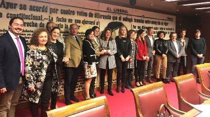 Representantes de las Cortes y del Cermi en la entrega del Premio cermi.es.