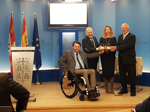 Entrega del Premio cermi.es a la Consejería de Familia e Igualdad de Oportunidades, PREDIF CyL y Federación de Salud Mental Castilla y León