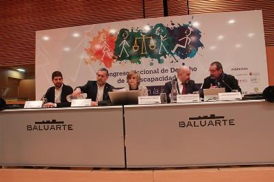 Mesa inaugural, con la ministra de Sanidad, Consumo y Bienestar Social, María Luisa Carcedo, en el II Congreso Nacional del Derecho de la Discapacidad