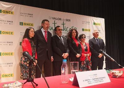 Foto grupo acto ONCE toma de posesión Cristóbal Martínez