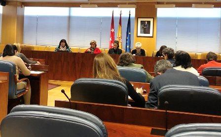 La coordinadora de la Comisión de Mujer de CERMI Comunidad de Madrid y vicepresidenta de la misma entidad, Mayte Gallego, en la Comisión de Mujer del Parlamento regional
