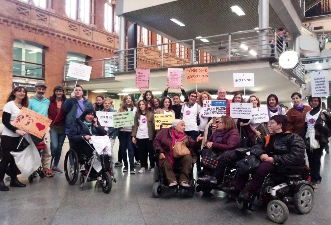 CERMI Mujeres preparada para la manifestación del 8M en Madrid