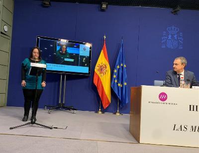 Zapatero observa una intervención en la ceremonia inaugural.