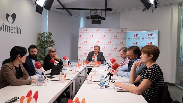 """Imagen de la mesa de debate, """"las nuevas accesibilidades"""", al completo"""