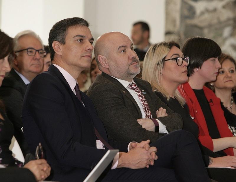 Pedro Sánchez, presidente del Gobierno, junto a Luis Cayo Pérez Bueno, presidente del CERMI, en un acto sobre las personas con discapacidad de la Agenda 2030