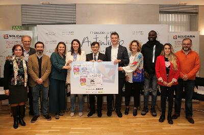 Presentación del cupón de la ONCE en apoyo a la campaña de la X solidaria
