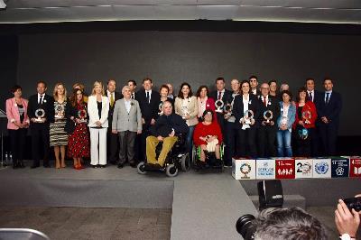 Foto de familia de la I Edición Premios CERMI CV 2019