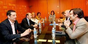 Imagen de archivo de una reunión del CERMI con Alfredo Pérez Rubalcaba
