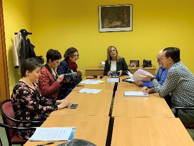 Imagen de la reunión de CERMI Asturias con representantes del grupo político IU Asturias