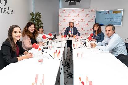 Imagen de todos los participantes en la mesa de debate del CERMI sobre las recomendaciones del Comité de Derechos de las Personas con Discapacidad de NNUU a España