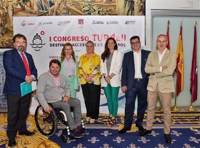 Foto de familia durante la presentación del I Congreso Internacional TUR4all de Destinos Accesibles de Cruceros