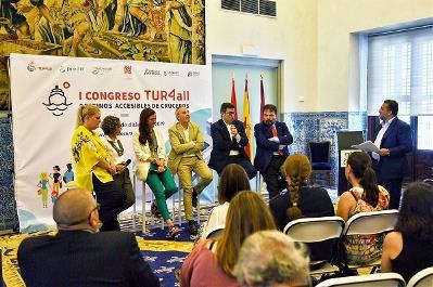 Momento del debate en la presentación del I Congreso Internacional TUR4all de Destinos Accesibles de Cruceros