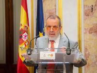 El Defensor del Pueblo en funciones, Francisco Fernández Marugán, presentando el Informe Anual correspondiente a 2018 a los presidentes del Congreso y del Senado