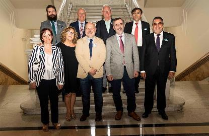 Foto de familia del CERMI en su reunión con el presidente del Senado, Manuel Cruz