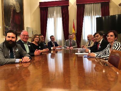 Imagen en la mesa, durante la reunión del CERMI con el presidente del Senado, Manuel Cruz