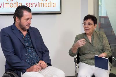 Fran Sardón, secretario de finanzas de la Federación Nacional Aspaym y Pepa Torres, secretaria general de Feacem