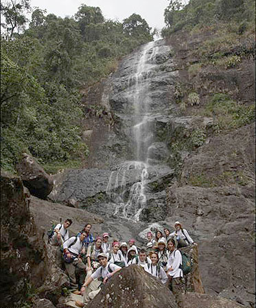 Un momento de la Ruta Quetzal en Cali, con Ricardo Day entre los expedicionarios (Foto: Ángel Colina)