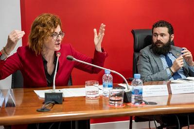 Maite Pagazaurtundúa,  del Grupo de la Europa Renovada, y Daniel Aníbal García Diego, secretario de Organización de Cocemfe