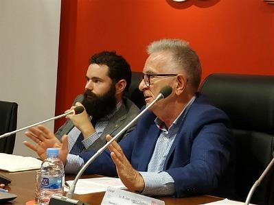 José Ángel Chamorro, diputado del PSOE en la Asamblea de la Comunidad de Madrid, y Daniel Aníbal García Diego, moderador de la mesa redonda