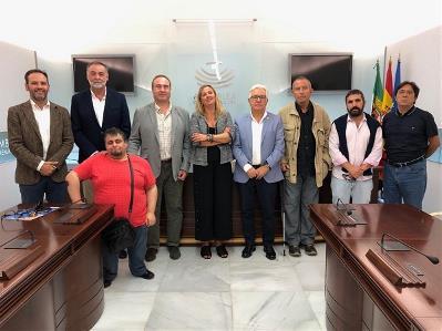Representantes de CERMI Extremadura con la presidenta de la Asamblea de Extremadura, Blanca Martín