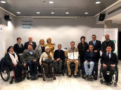 Foto de familia del acto de entrega del 'Premio Cermi.es 2019' en la categoría Activista-Trayectoria Asociativa a Miguel Ángel García Oca