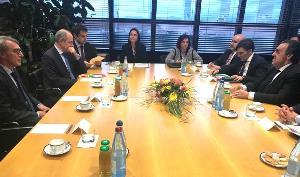Delegación conjunta del CERMI y del Grupo Social ONCE en la sede del Parlamento Europeo en Estrasburgo (Francia)