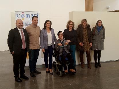 Foto de familia tras la entrega del 'Premio Cermi.es 2019' en la categoría Acción Cultural Inclusiva al joven riojano Álex Domínguez