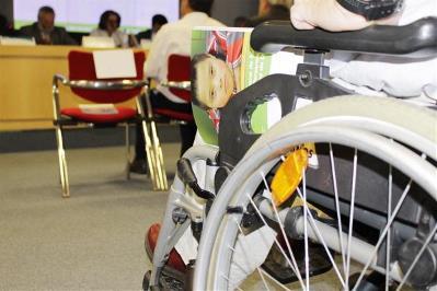 Estudiante en silla de ruedas.
