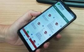 Fotografía de un usuario que maneja la app.
