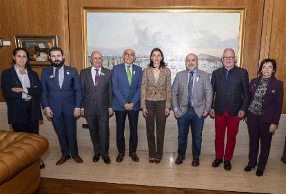 La presidenta del Senado, con la delegación del CERMI.
