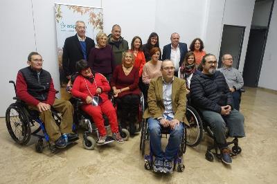 Teresa Navarro con sus compañeros de Aspaym CV