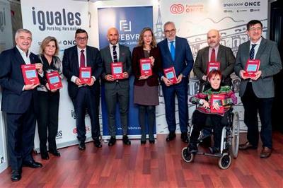 Los representantes del CERMI, durante la presentación de la obra.