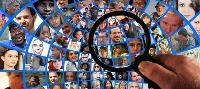 Lupa sobre imágenes con cientos de rostros
