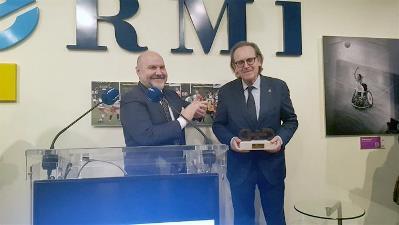 El jurista Antonio Pau, tras recoger el Premio cermi.es, junto al presidente del CERMI, Luis Cayo Pérez Bueno