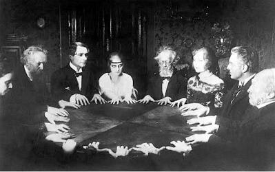 imagen de una sesión de espiritismo