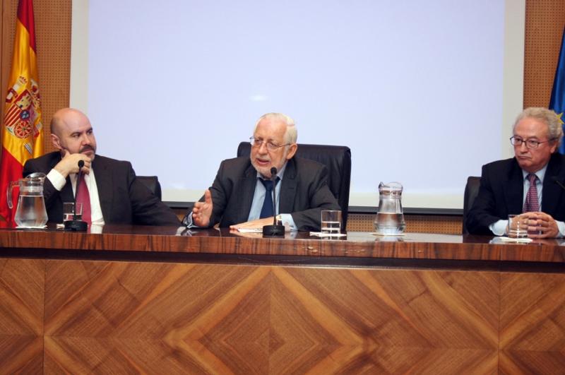 El presidente del CERMI, Luis Cayo Pérez Bueno; el fiscal de la Sala de lo Civil, José Mª Paz Rubio y el fiscal del Tribunal Supremo y patrono de Fundación Derecho y Discapacidad, Carlos Ganzenmüller