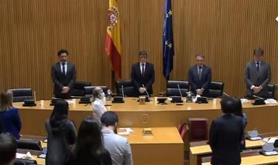 Patxi López presidiendo la Mesa para la Reconstrucción Social y Económica en el minuto de silencio que ha dado inicio a la misma