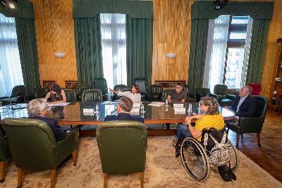 El alcalde de Zaragoza presenta la línea de ayudas a la accesibilidad en edificios y viviendas a CERMI-Aragón