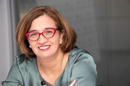 """Isabel Martínez Lozano, autora de la tesis """"La institucionalidad de las políticas de igualdad en España: El camino de la igualdad real y efectiva en el siglo XXI"""""""