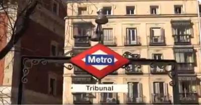 Entrada a la estación de Metro de Tribunal.