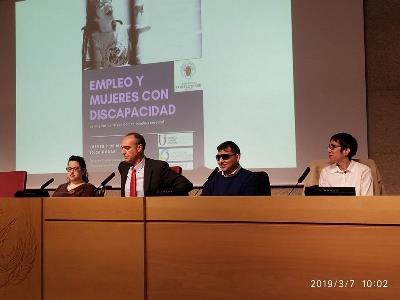 Ángeles Blanco, responsable de Derechos y Asesoría Jurídica en Confederación Aspace, durante una jornada de trabajo
