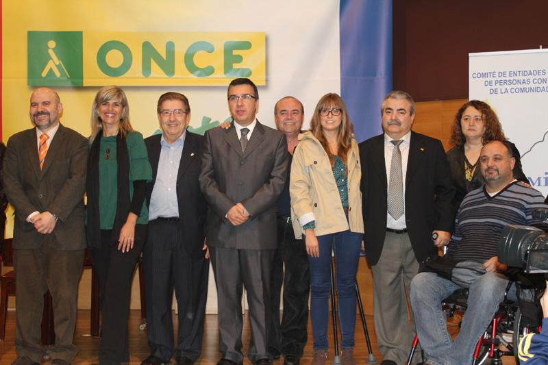 Foto de familia tras la presentación del CERMI Alicante
