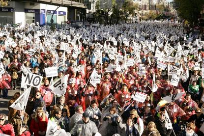 Banderas blancas en la marcha SOS Discapacidad
