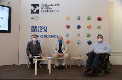 El presidente del CERMI, Luis Cayo Pérez Bueno, durante su intervención en el curso organizado por la Universidad del País Vasco y el Consejo General del Notariado de España